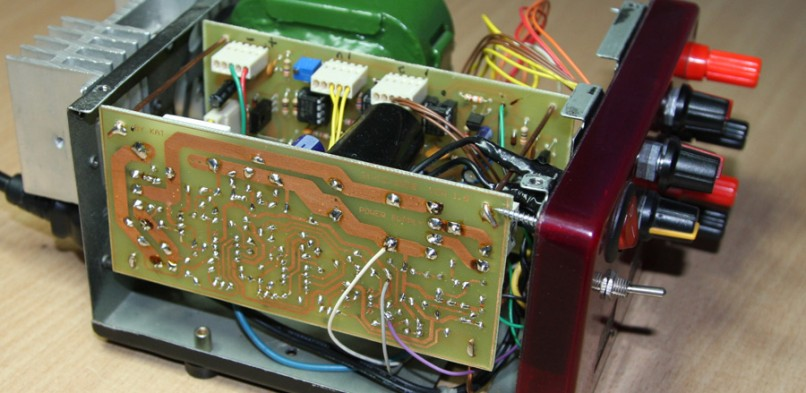 Zasilacz warsztatowy 2×0-30V z Electronics Lab