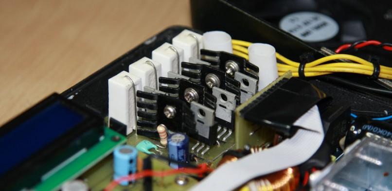 Mikroprocesorowa ładowarka czterokanałowa