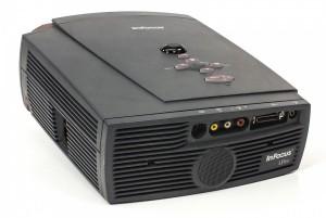 infocus-lp400-digital-multimedia-projector-dlp-800x600-43-svga-700-lum-rca-b0e