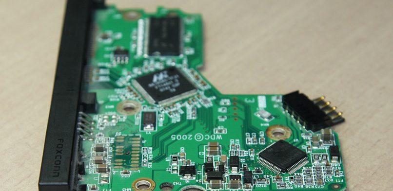 Odzyskiwanie danych z dysku twardego z uszkodzoną elektroniką